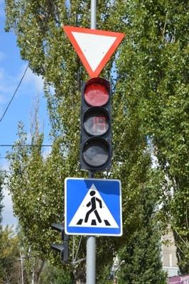 У Кіровограді реалізується програма заміни світлофорних об'єктів на сучасні електронні пристрої з економними діодними лампами.